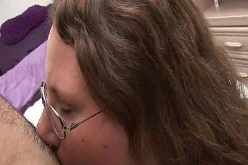 Толстушка в очках и ее горячие щелочки