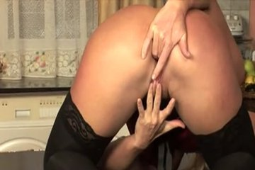 Сексуальная милашка гоняла кисоньку свою