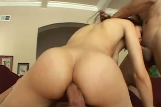 Sasha Grey (Саша Грей) трахается сразу с двумя самцами