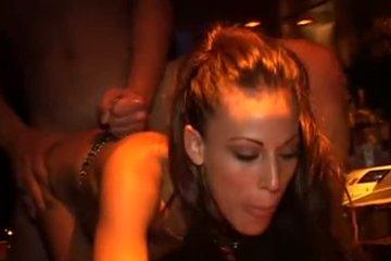 Парочка стала главными героями на секс вечеринке