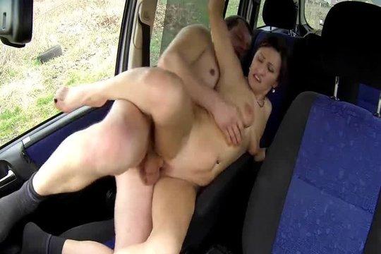 За жёсткие потрахушки в машине готова была даже сама заплатить
