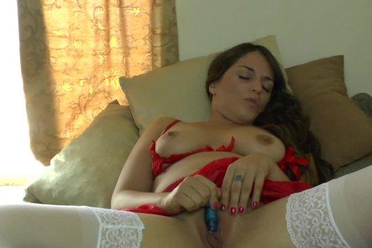 Сисястые сучки доводят себя до оргазма при помощи секс-игрушек