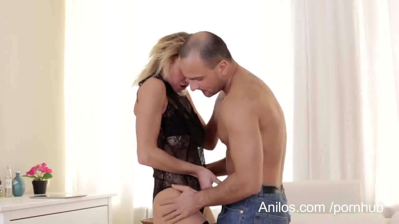 жена в белом соблазнила мужа видео - 8