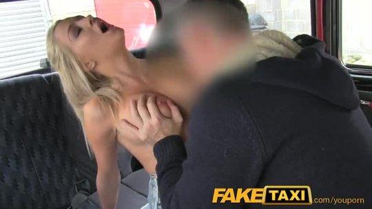 Блондинка отомстила за измену парня сексом с таксистом