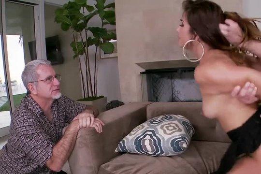 Зрелый муж привел для жены молодого любовника и наблюдает