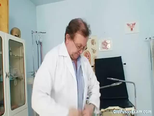 Пожилая женщина на приеме у гинеколога