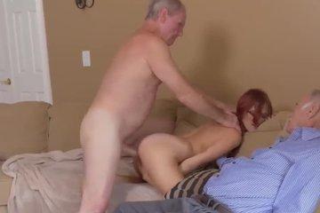 Дед дал другу выебать свою рыжую внучку в очках и кончить на лицо