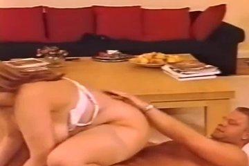 Пухлая зрелая блондинка с большой натуральной грудью ебется с любовником в гостинице