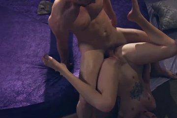 Красивая блондинка акробатка Arya Fae сосет и ебется со своим наставником