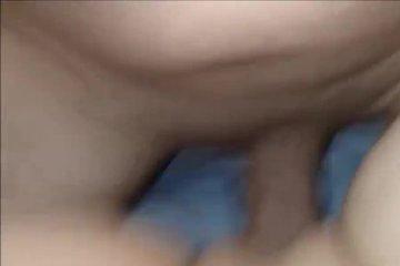 Муж активно ебет жену в бритую письку и снимает на камеру секс от первого лица