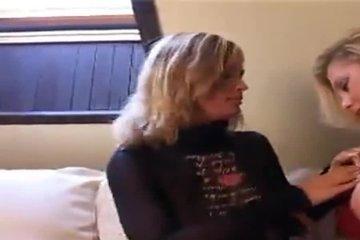 Две телки с большими сиськами Veronika Pagacova и ее подруга ласкают друг другу грудь