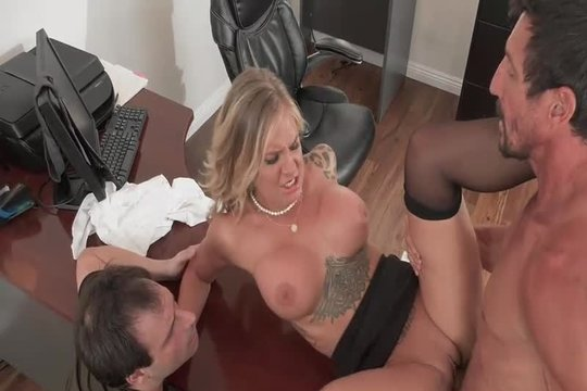 Блондинка в чулках Alison Avery ебется с партнером по бизнесу на глазах у мужа