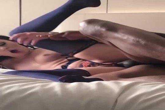 Муж снимает как жена секс вайф развлекается с негром в гостинице