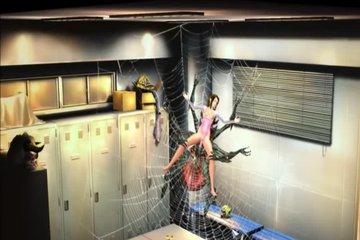 Огромный паук в раздевалке выебал студентку азиатку по первое число