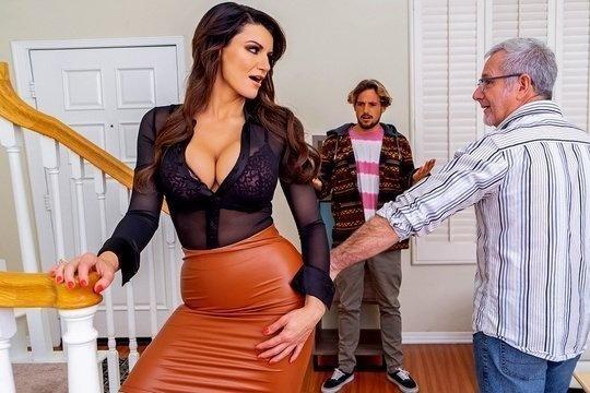 Пахан подложил брюнетку с большой грудью Becky Bandini под своего сына