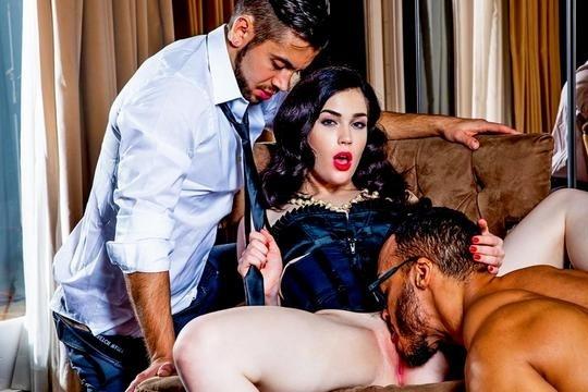 Красивая брюнетка Evelyn Claire наслаждается МЖМ с двумя страстными парнями