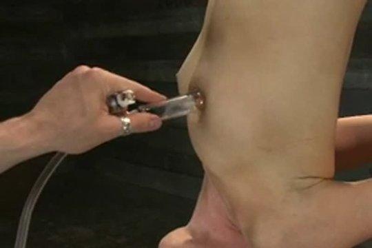 Пытки доведут ее до оргазма