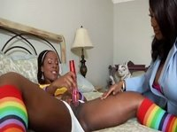 Две черные и сексуальные лесбияночки