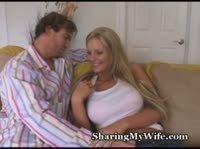 Друг имеет жену на глазах у ее мужа