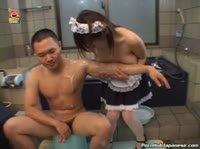 Девушка делала массаж своей грудью
