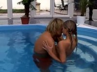 Душераздирающий секс в бассейне