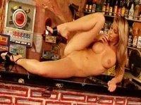 Сладости на барной стойке