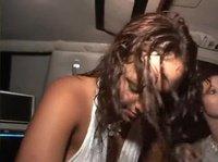 Пьяных шлюшек хотели трахнуть прямо в машине