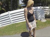 Блондинка-путешественница отыскала свой чёрный ствол