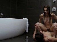 Охлаждает тёлочку под душем во время ебли