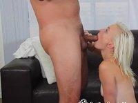 Продюсер ебет красивую блондиночку на секс-кастинге