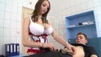 Пациент лижет киску грудастой медсестре и ебет ее прямо на кушетке