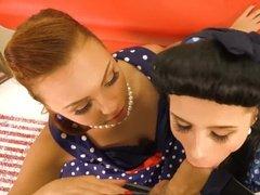 Красивые блондинка и брюнетка сосут член от первого лица и отдаются раком
