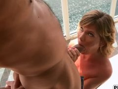 Бойфренд ебет зрелую даму с большой жопой